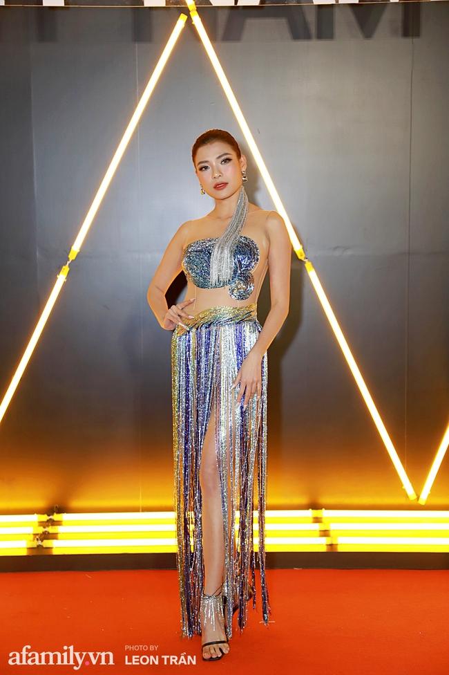 Thảm đỏ WeChoice Awards 2020 khủng nhất đầu năm của Vbiz: Ngọc Trinh diện đầm vàng nổi bật đọ nhan sắc cùng dàn mỹ nhân Vbiz - Ảnh 4.