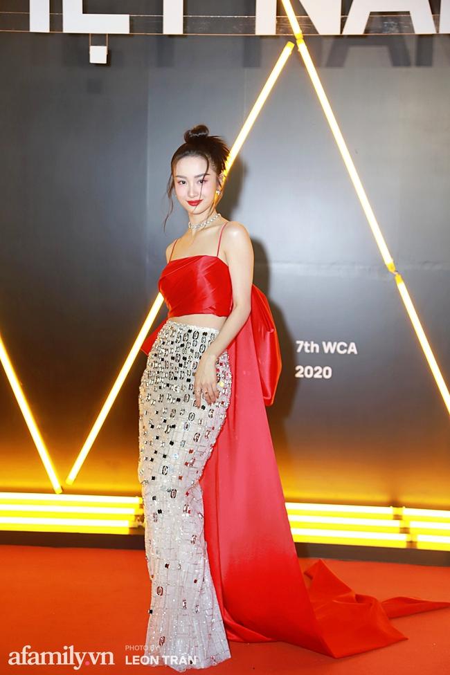 Thảm đỏ WeChoice Awards 2020 khủng nhất đầu năm của Vbiz: Ngọc Trinh diện đầm vàng nổi bật đọ nhan sắc cùng dàn mỹ nhân Vbiz - Ảnh 6.
