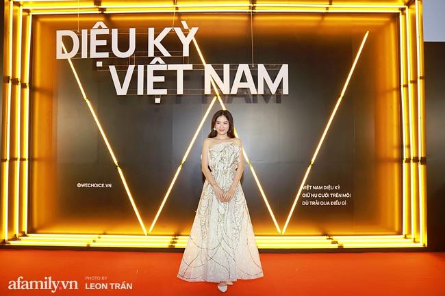 Thảm đỏ WeChoice Awards 2020 khủng nhất đầu năm của Vbiz: Ngọc Trinh diện đầm vàng nổi bật đọ nhan sắc cùng dàn mỹ nhân Vbiz - Ảnh 5.