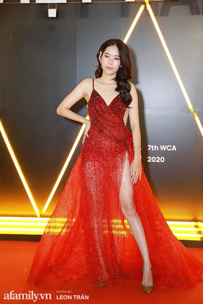 Thảm đỏ WeChoice Awards 2020 khủng nhất đầu năm của Vbiz: Ngọc Trinh diện đầm vàng nổi bật đọ nhan sắc cùng dàn mỹ nhân Vbiz - Ảnh 8.