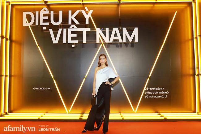 Thảm đỏ WeChoice Awards 2020 khủng nhất đầu năm của Vbiz: Ngọc Trinh diện đầm vàng nổi bật đọ nhan sắc cùng dàn mỹ nhân Vbiz - Ảnh 9.