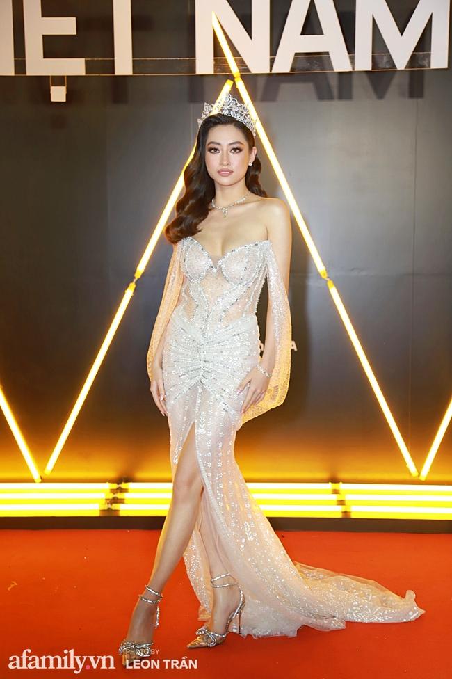 Thảm đỏ WeChoice Awards 2020 khủng nhất đầu năm của Vbiz: Ngọc Trinh diện đầm vàng nổi bật đọ nhan sắc cùng dàn mỹ nhân Vbiz - Ảnh 1.