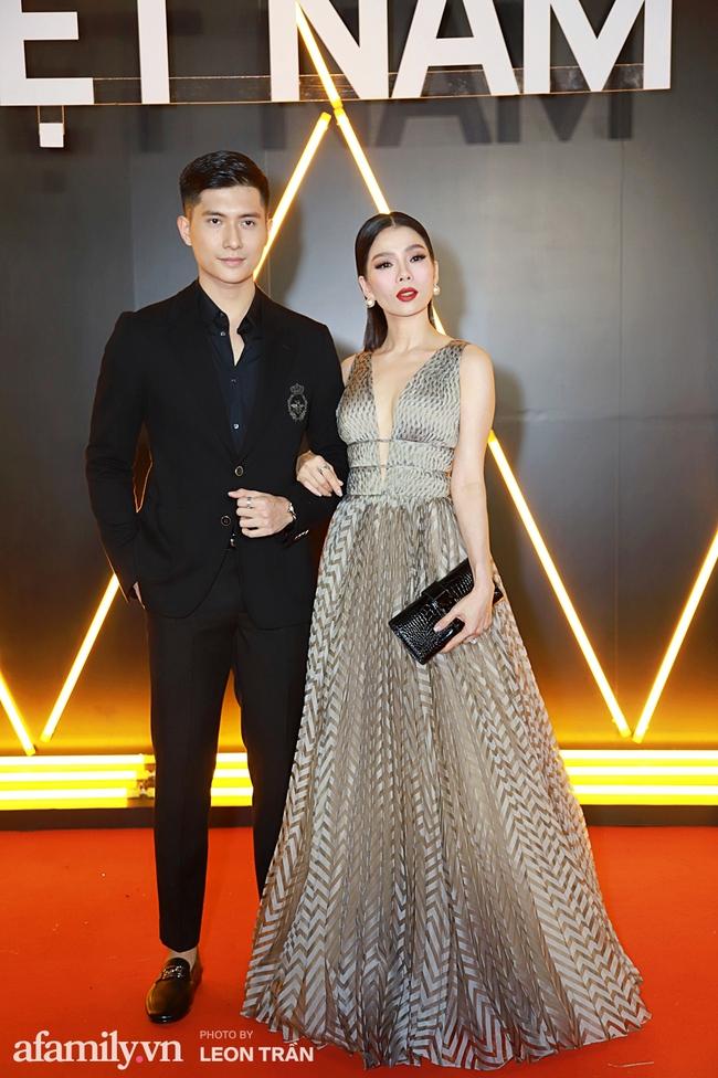 """Lệ Quyên sánh đôi cùng """"tình trẻ tin đồn"""" Lâm Bảo Châu trên thảm đỏ WeChoice Awards 2020 - Ảnh 1."""