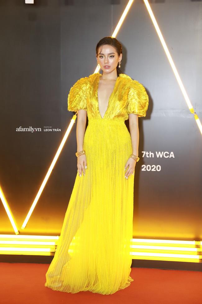 """Thảm đỏ WeChoice Awards 2020 khủng nhất đầu năm của Vbiz: """"Tình tin đồn"""" của chồng cũ Lệ Quyên tỏa sáng giữa dàn mỹ nhân Vbiz - Ảnh 7."""
