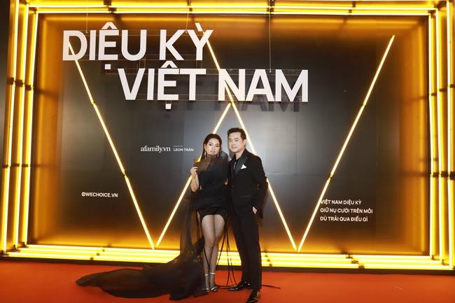 """Thảm đỏ WeChoice Awards 2020 khủng nhất đầu năm của Vbiz: """"Tình tin đồn"""" của chồng cũ Lệ Quyên tỏa sáng giữa dàn mỹ nhân Vbiz - Ảnh 3."""