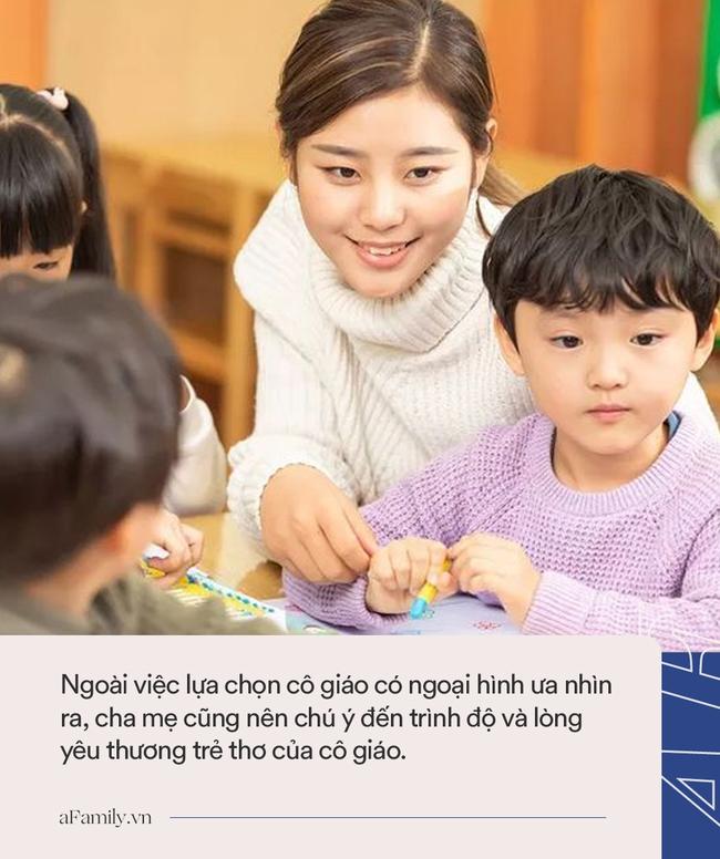 """Thấy con trai luôn đòi đi học dù mới chuyển trường được 2 ngày, ông bố tò mò đến lớp và """"ngã ngửa"""" khi nhìn thấy cô giáo - Ảnh 4."""