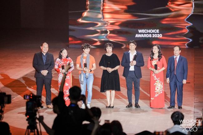 Tập thể bác sĩ tuyến đầu chống Covid-19 ở tâm dịch Đà Nẵng và GS.TS Lê Thị Quỳnh Mai giành giải Đại sứ truyền cảm hứng tại Wechoice Award - Ảnh 5.