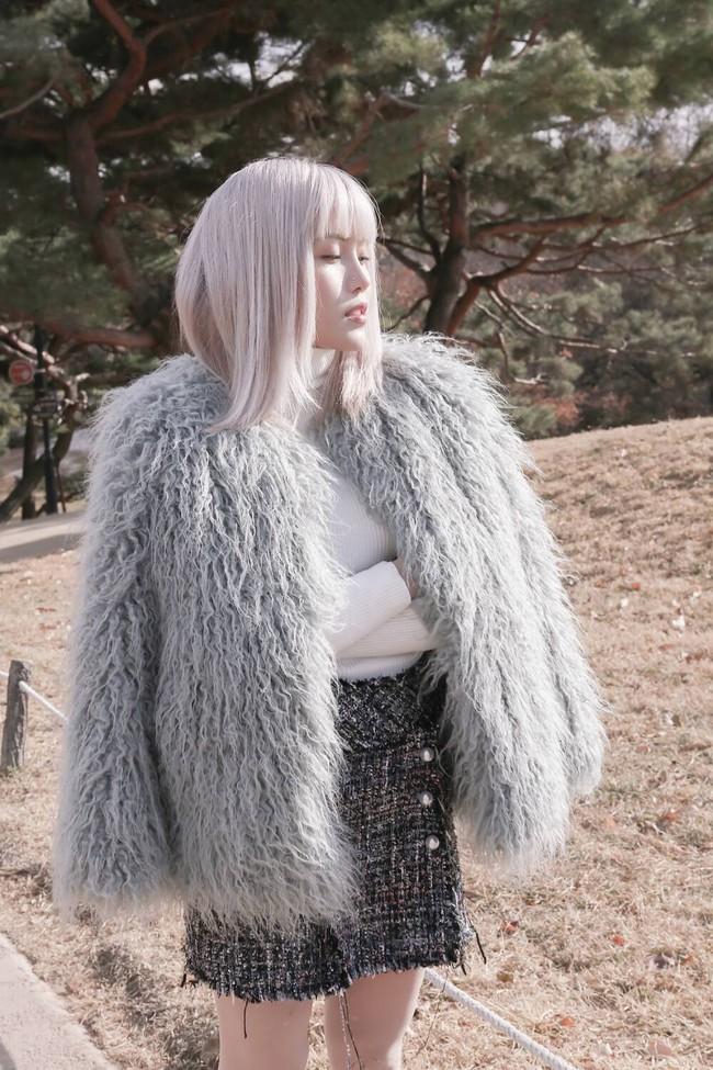 """Sơn Tùng M-TP nói """"Thương em"""" thì Thiều Bảo Trâm có MV """"Thương anh"""", dáng chuẩn mặt xinh thế này cơ mà  - Ảnh 4."""