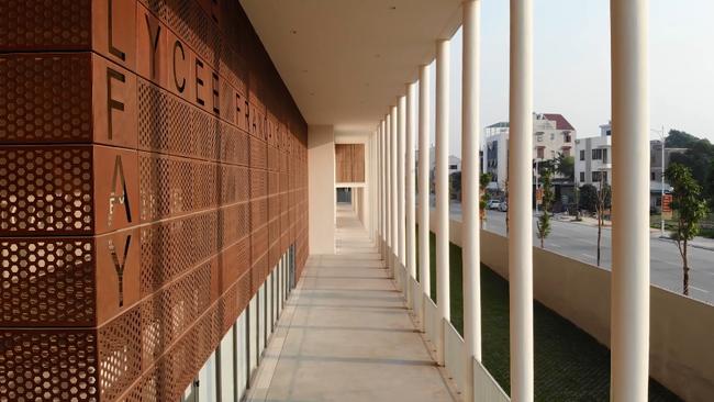 1 trường quốc tế ở Hà Nội đẹp như thước phim Hàn, học phí lại không quá đắt đỏ: Danh sách học sinh cũ có 1 người đang gây bão MXH - Ảnh 12.