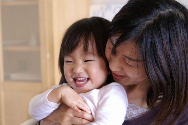 Bố mẹ thường xuyên nói 3 từ này, trẻ sẽ ngày càng tự tin - Ảnh 1.