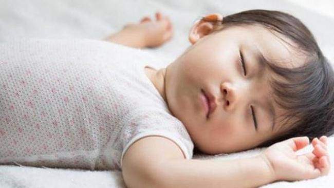 """Tư thế ngủ của lũ trẻ: Chỉ có """"bá đạo"""" hơn chứ không có bá đạo nhất! - Ảnh 13."""
