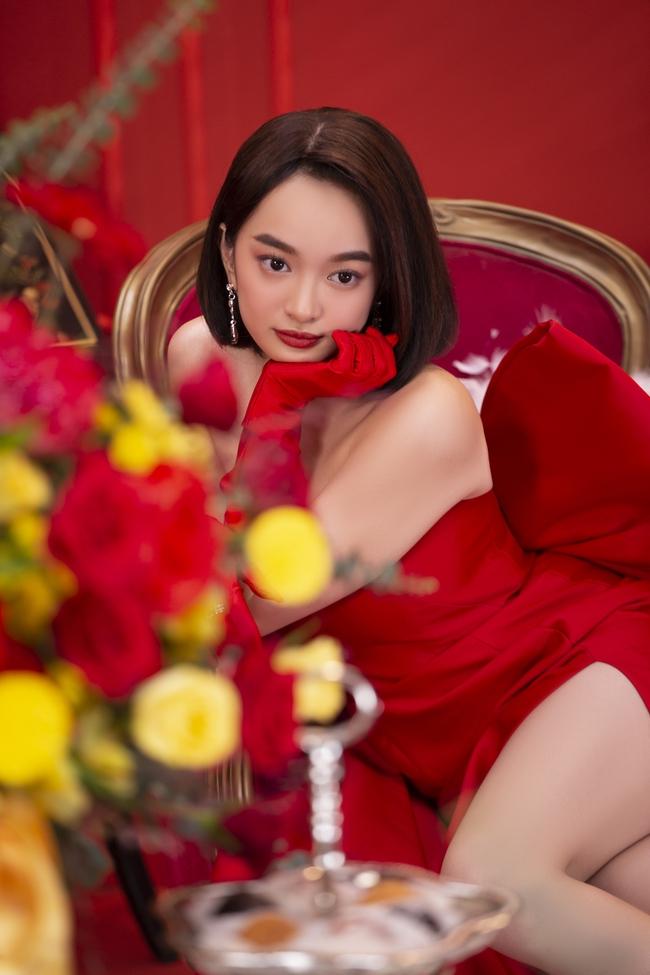 """""""Gái già lắm chiêu V"""": Kaity Nguyễn sang chảnh, đẹp kiêu kỳ trong màn chúc Tết giàu sang - Ảnh 3."""