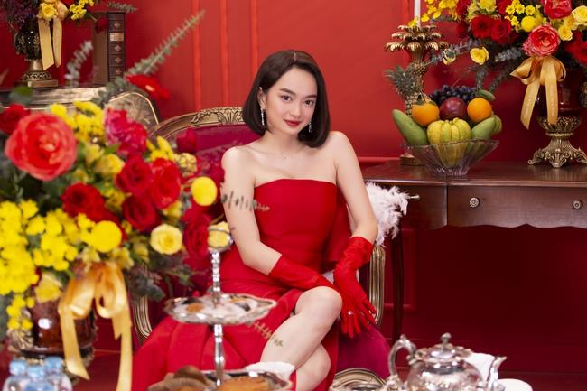 """""""Gái già lắm chiêu V"""": Kaity Nguyễn sang chảnh, đẹp kiêu kỳ trong màn chúc Tết giàu sang - Ảnh 5."""