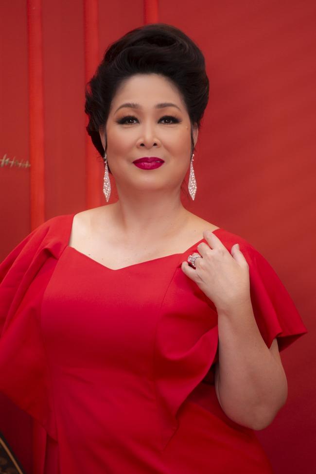 """""""Gái già lắm chiêu V"""": Kaity Nguyễn sang chảnh, đẹp kiêu kỳ trong màn chúc Tết giàu sang - Ảnh 6."""