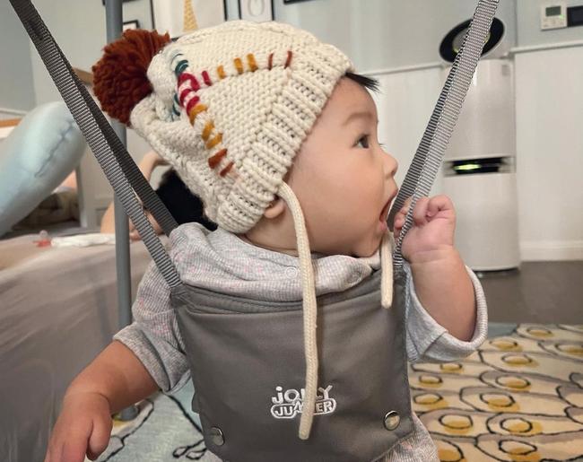 Loạt nhóc tỳ nhà sao Việt chào đời năm 2020 vừa lần lượt lộ diện, xem ảnh xong ai cũng ngưỡng mộ cách nuôi con của các mẹ - Ảnh 10.