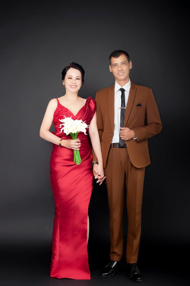 Cặp đôi U50 cưới nhau sau 2 tháng hẹn hò, nhìn ảnh cưới ai cũng hạnh phúc thay  - Ảnh 6.