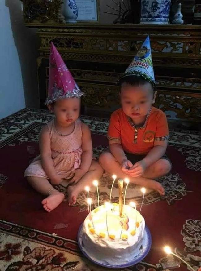 """Chú tốt bụng làm bánh sinh nhật tặng cháu nhưng lại có gì đó """"sai sai"""" khiến 2 đứa trẻ không nặn nổi nụ cười, mặt căng thẳng khi thổi nến! - Ảnh 1."""