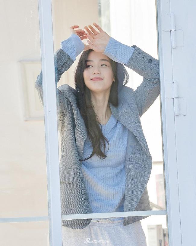 """Nhan sắc ở tuổi 40 của """"mợ chảnh"""" Jeon Ji Hyun có gì mà được nhận xét vượt trội hơn hẳn Kim Tae Hee? - Ảnh 2."""