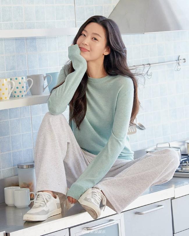 """Nhan sắc ở tuổi 40 của """"mợ chảnh"""" Jeon Ji Hyun có gì mà được nhận xét vượt trội hơn hẳn Kim Tae Hee? - Ảnh 6."""