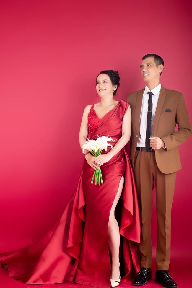 Cặp đôi U50 cưới nhau sau 2 tháng hẹn hò, nhìn ảnh cưới ai cũng hạnh phúc thay  - Ảnh 3.