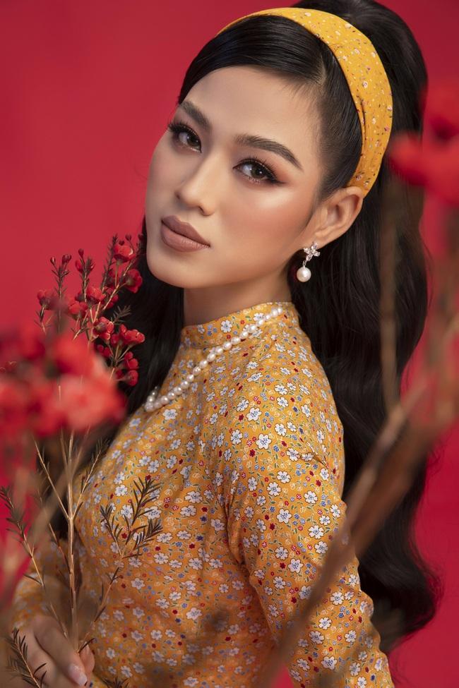 Hoa hậu Đỗ Thị Hà khoe thần thái sắc lạnh đầy khác lạ trong bộ ảnh áo dài cùng 2 Á hậu - Ảnh 4.
