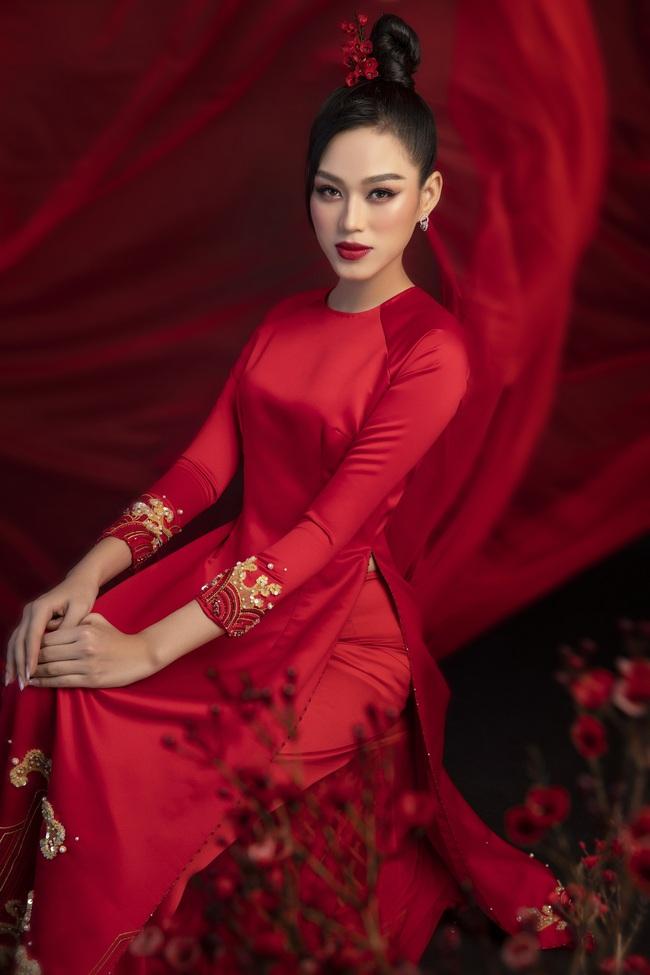 Hoa hậu Đỗ Thị Hà khoe thần thái sắc lạnh đầy khác lạ trong bộ ảnh áo dài cùng 2 Á hậu - Ảnh 9.