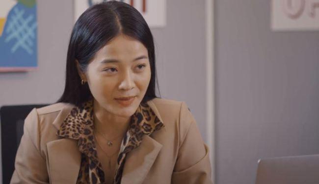 Nam Em quay lại đóng phim sau ồn ào tình cảm, vẫn rất xinh đẹp nhưng quay cả cảnh ôm ấp bạn diễn nữ - Ảnh 2.