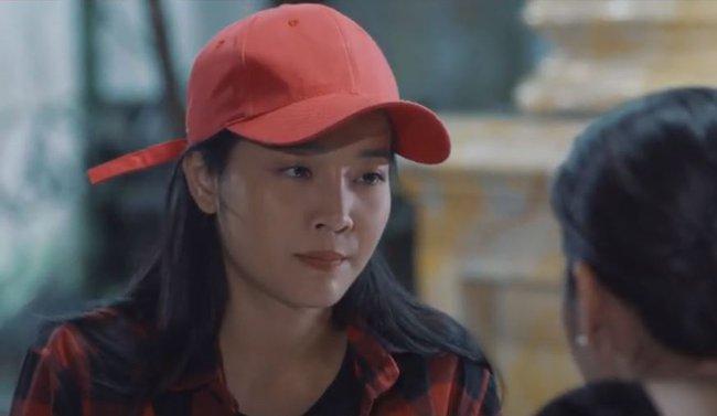 Nam Em quay lại đóng phim sau ồn ào tình cảm, vẫn rất xinh đẹp nhưng quay cả cảnh ôm ấp bạn diễn nữ - Ảnh 4.