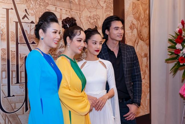 """""""Nàng Kiều"""" lần đầu xuất hiện công khai, nhan sắc yêu kiều nhưng chiếm spotlight lại là """"Hoạn Thư"""" - Cao Thái Hà - Ảnh 6."""