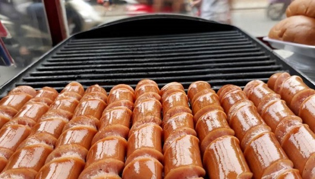 Cẩn trọng mua phải xúc xích bẩn cho con ăn dịp Tết: Chuyên gia hướng dẫn cách nhận biết - Ảnh 4.