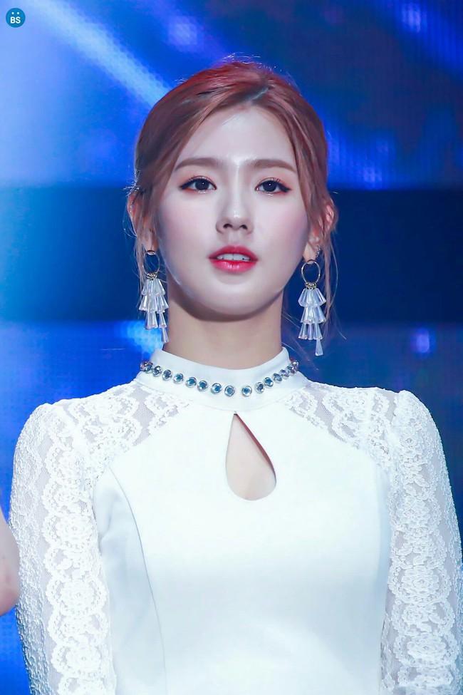 """Dàn sao Kpop tuổi Sửu: Lisa - Rosé (BLACKPINK), Jungkook (BTS) là """"báu vật quốc dân"""", riêng người này lại đầy chật vật dù rất tài năng - Ảnh 12."""