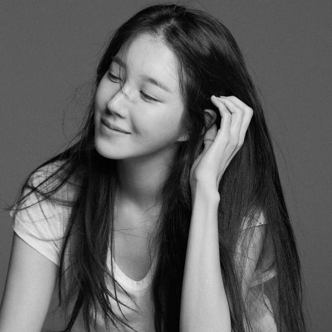 """Nhan sắc cực khó tin của """"bà cả Penthouse"""" Lee Ji Ah ở tuổi 42, """"hack tuổi"""" chẳng kém Jang Nara - Ảnh 1."""