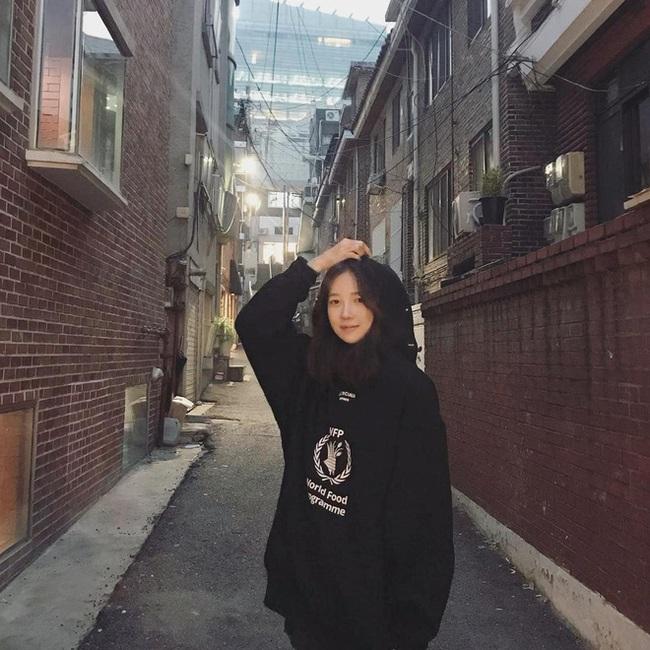 """Nhan sắc cực khó tin của """"bà cả Penthouse"""" Lee Ji Ah ở tuổi 42, """"hack tuổi"""" chẳng kém Jang Nara - Ảnh 6."""