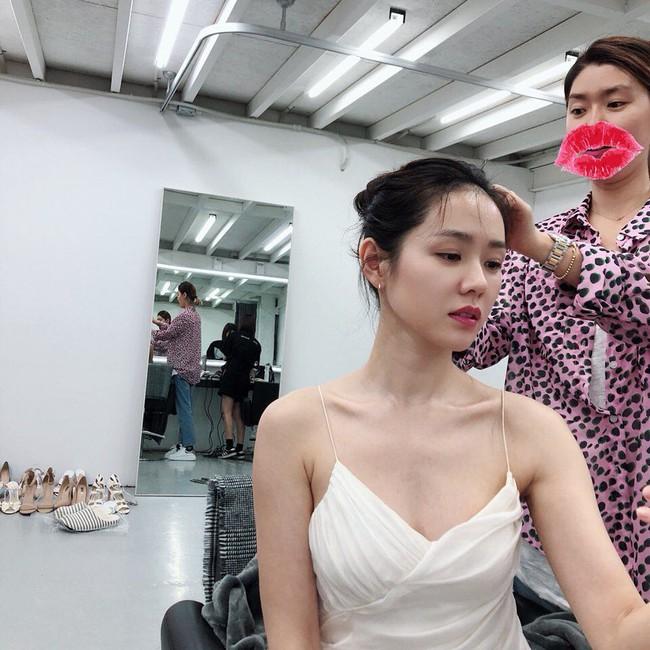Các sao nữ châu Á coi 5 sản phẩm sau là bảo bối giúp hack da căng bóng, sáng bật tông trong thời gian thần tốc - Ảnh 1.