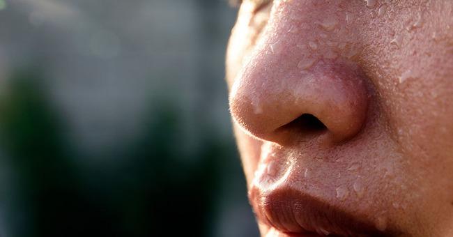 Đổ mồ hôi là điều bình thường, nhưng nếu xuất hiện ở những nơi này, chứng tỏ sức khỏe có vấn đề, 1 vị trí là dấu hiệu của đột quỵ  - Ảnh 3.