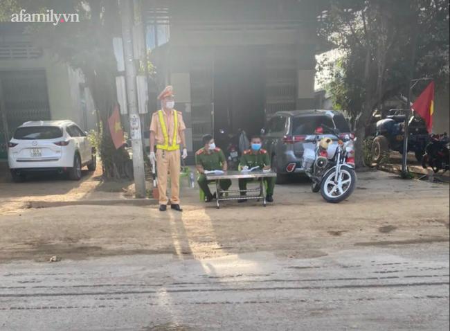 Lịch trình di chuyển của 2 trường hợp dương tính SARS-CoV-2 tại Gia Lai: Vào bệnh viện làm việc, tiếp tục đi đám cưới - Ảnh 1.