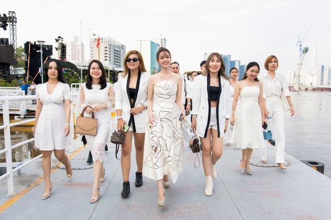 """""""Crush"""" quốc dân Midu diện váy trắng xinh như nữ thần, tổ chức tiệc trên du thuyền sang chảnh  - Ảnh 2."""