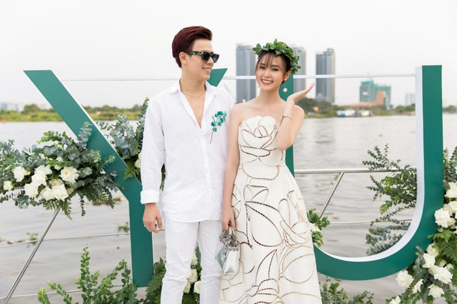 """""""Crush"""" quốc dân Midu diện váy trắng xinh như nữ thần, tổ chức tiệc trên du thuyền sang chảnh  - Ảnh 5."""