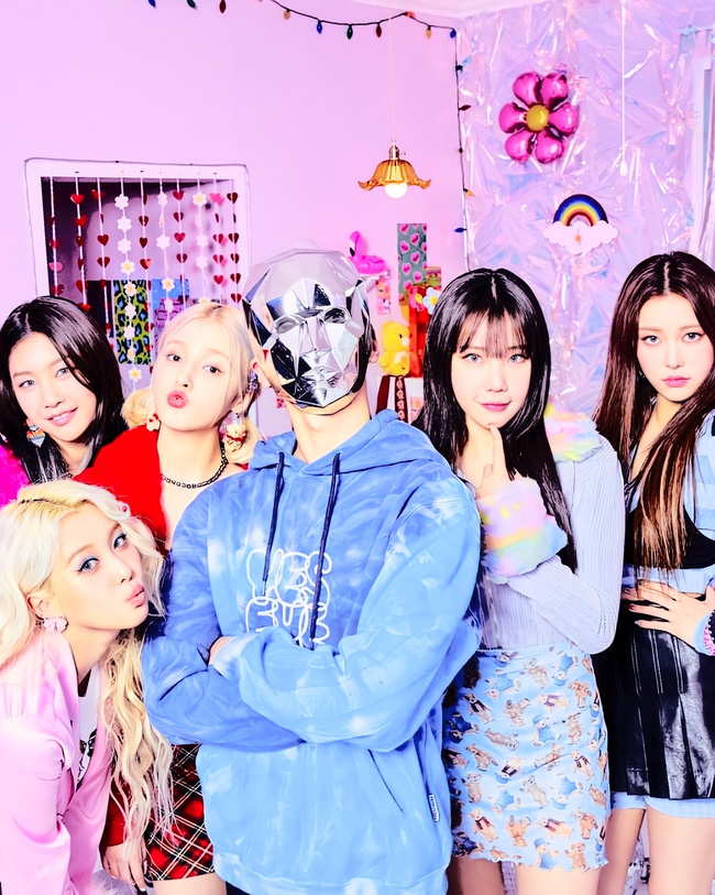 """MOMOLAND bị chỉ trích vì liên tục đụng độ với """"girlgroup thị phi"""" aespa, giống hệt câu chuyện của BTS và BLACKPINK - Ảnh 2."""