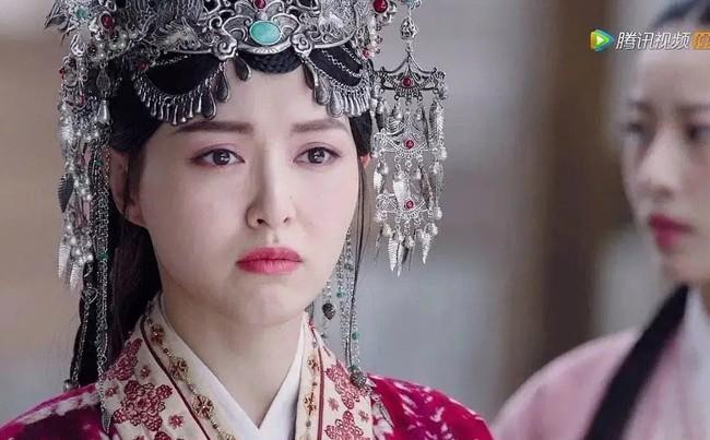 Netizen chê Tiểu hoa 85 diễn tệ: Lưu Thi Thi mặt mũi lẫn lộn, Triệu Lệ Dĩnh ngu ngơ nhưng chưa dở bằng Dương Mịch - Ảnh 3.