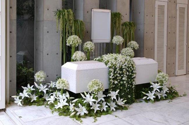 Người Nhật tiễn người đã khuất bằng hoa tươi theo cách cực kỳ lộng lẫy, công ty hoa tang lễ thu hơn nghìn tỷ mỗi năm - Ảnh 1.
