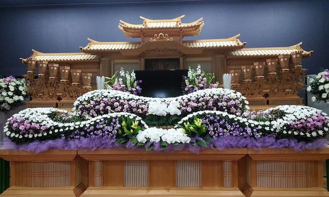 Người Nhật tiễn người đã khuất bằng hoa tươi theo cách cực kỳ lộng lẫy, công ty hoa tang lễ thu hơn nghìn tỷ mỗi năm - Ảnh 9.