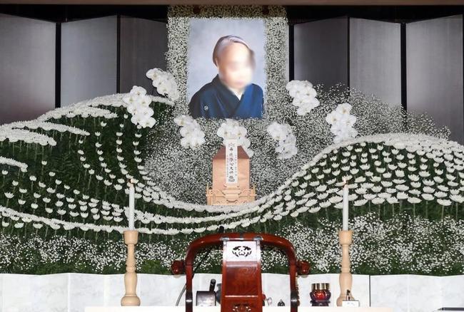Người Nhật tiễn người đã khuất bằng hoa tươi theo cách cực kỳ lộng lẫy, công ty hoa tang lễ thu hơn nghìn tỷ mỗi năm - Ảnh 2.