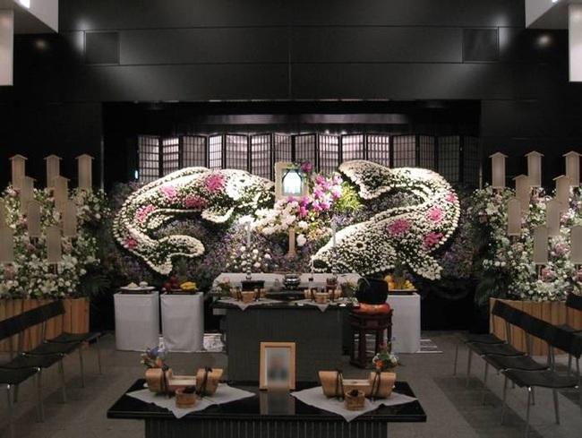 Người Nhật tiễn người đã khuất bằng hoa tươi theo cách cực kỳ lộng lẫy, công ty hoa tang lễ thu hơn nghìn tỷ mỗi năm - Ảnh 4.