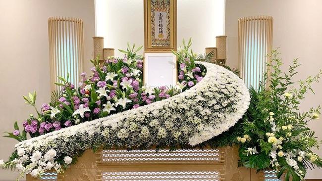 Người Nhật tiễn người đã khuất bằng hoa tươi theo cách cực kỳ lộng lẫy, công ty hoa tang lễ thu hơn nghìn tỷ mỗi năm - Ảnh 3.