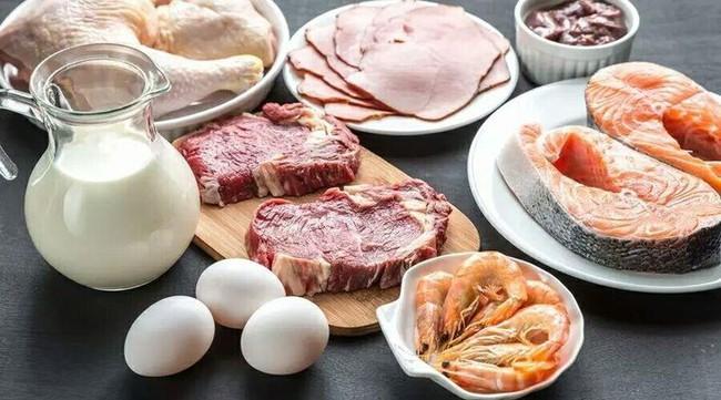 Quá nhiều protein sẽ làm tổn thương thận, tăng nguy cơ ung thư, 5 dấu hiệu cảnh báo bạn ăn quá nhiều protein - Ảnh 1.