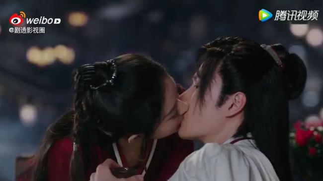 """""""Hữu Phỉ"""": Triệu Lệ Dĩnh chủ động hôn môi Vương Nhất Bác, netizen náo loạn vì quá ngọt - Ảnh 4."""