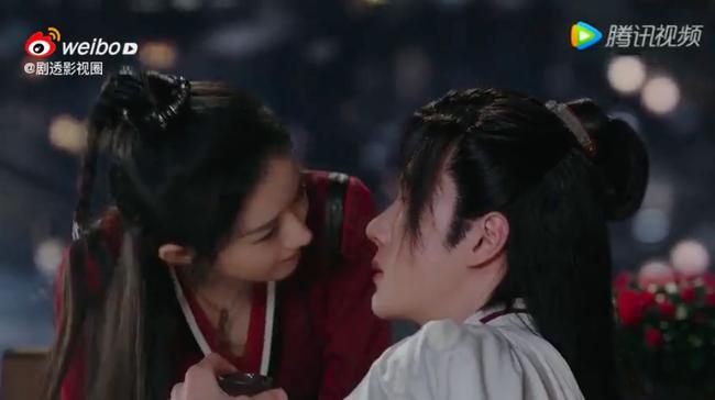 """""""Hữu Phỉ"""": Triệu Lệ Dĩnh chủ động hôn môi Vương Nhất Bác, netizen náo loạn vì quá ngọt - Ảnh 3."""