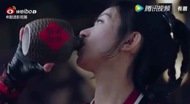 """""""Hữu Phỉ"""": Triệu Lệ Dĩnh chủ động hôn môi Vương Nhất Bác, netizen náo loạn vì quá ngọt - Ảnh 9."""