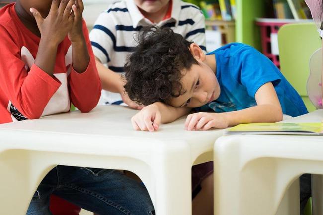 Cha mẹ cần cẩn trọng với 3 kiểu ngoan ngoãn này của trẻ, không thay đổi sớm sẽ làm hại con mình - Ảnh 3.